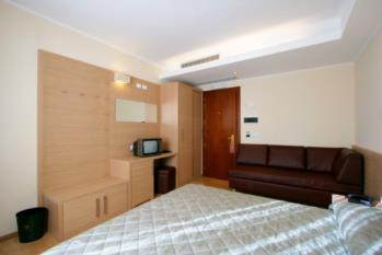 camera standard con divano hotel gardel