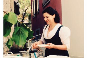 Luciana Gardel alla festa delle erbe di montagna di Piano d'Arta