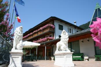 esterno hotel Gardel