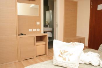particolare camera standard hotel gardel