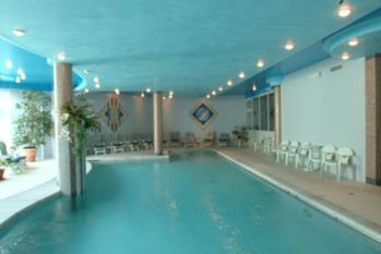 piscina interna hotel gardel di arta terme in carnia